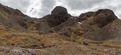 The buttresses with Coire Mainnrichean on the left