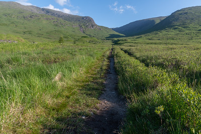 All straight ahead to the foot of the mountain
