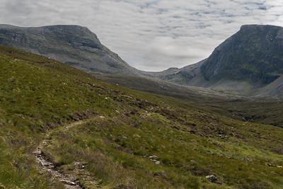 Meall nan Ceapraichean (left) and Beinn Dearg (right)