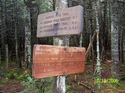 Self-documenting trail sign