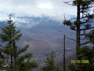 Franconia ridge crowned by clouds