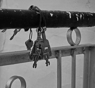 Keys to the Gompa temple, Sumur