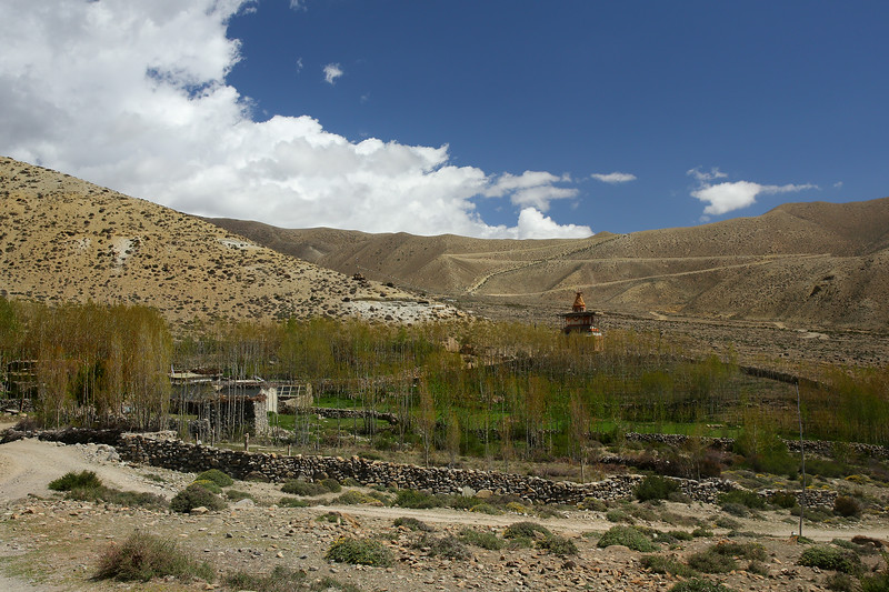 Small hamlet and chorten. The road zig-zags up the next pass which separates the Geiling valley from Ghemi.