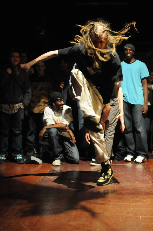 BBoy Jezi entered the cypher as wild as his hair looked... 8-)