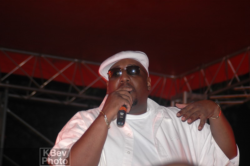 Without his trademark glasses, I hardly recognized Mool Moe Dee.