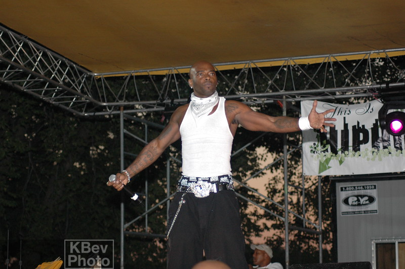 Treach felt more and more love from the ladies once the jacket came off.