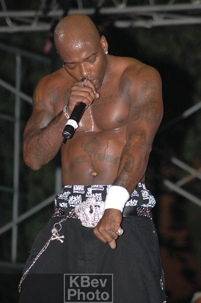 Treach sang songs, gave beer to, and even gave the mic to his Tupac tattoo (left forearm).
