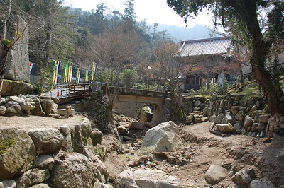 The road to Daishoin Temple