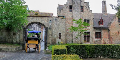 The carriages usually make a loop from Market Square to a religious residential area called a beguinage and back, charging 50 Euros per half hour. They are laid back with no schedule or reservations.