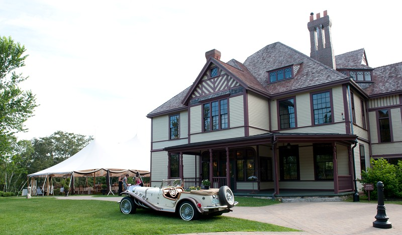 Historic Highfield Hall is the perfect setting for a vintage Cape Cod wedding. (Photo by Dianne Marshall Photography)