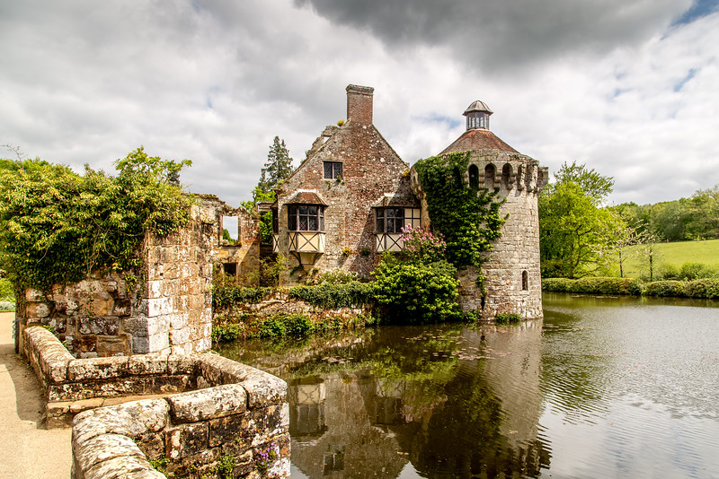 Scotney Castle - bridge over the moat