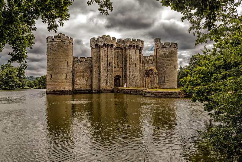 Bodiam Castle (with Bride and Groom)