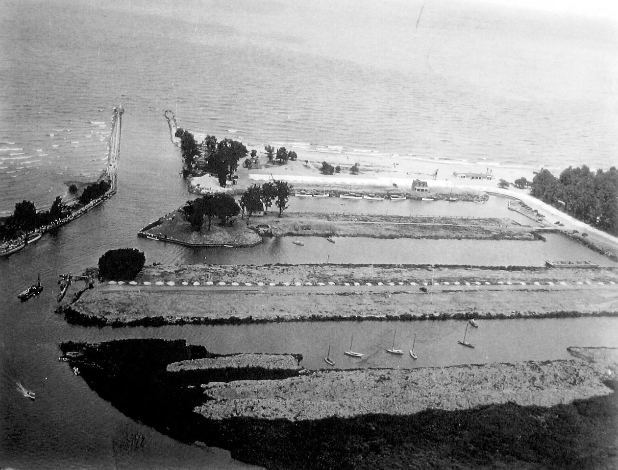 The Original Dock-less  Lagoons, 1932