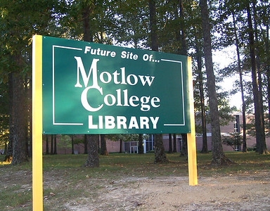 library_new_sign1 jpg 2028x1584 pixels