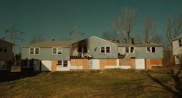 98/12/04 De Veaux Apartments 2 - James Neiss Photo - Burned out appartment complex on University Court.