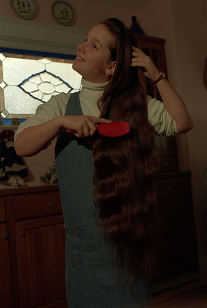 98/02/18 Very Long Hair *Dennis Stierer photo - Valerie Smith, 9 of 300 Lincoln Ave. has hiar that she has never cut since birth.