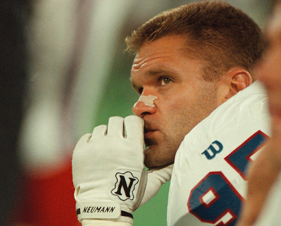 8/16/97--BILLS/DEJECTION--DAN CAPPELLAZZO PHOTO--BILLS DEF. LINEMAN BRYCE PAUP LOOKS UP AT THE SCOREBOARD AS THE PACKERS GO UP 20-ZIP.<br /> <br /> 1A FOLDER