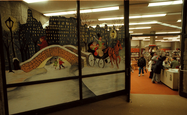98/12/09 LIBRARY/MURAL-DAN CAPPELLAZZO PHOTO-- A WINTER MURAL GRACES THE WINDOWS OF THE CHILDRENS AREA OF THE NF LIBRARY AS KIDS CHECK OUT THEIR HOLIDAY BOOKS.