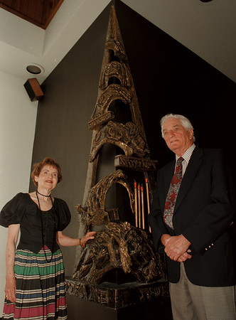 98/09/02--TEMPLE BETH--DAN CAPPELLAZZO PHOTO--(LOTR) TEMPLE BETH MEMBERS LUCILLE WISBAUM AND JACK GELLMAN STAND NEXT TO A SCULPTURE AT THE TEMPLE AS ITÕS CELEBRATES ISÕT 100 YR ANNIV.<br /> <br /> FEATURE SATURDAY