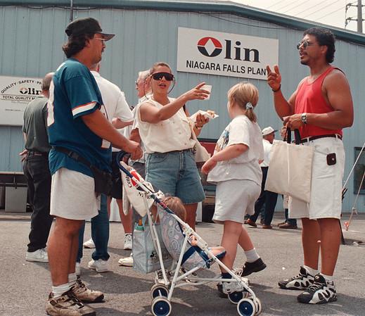 7/26/97-- Olin open house--Takaaki Iwabu photo-- Participants to Olin's open house enjoys the gathering at Niagara Falls Plan on Buffalo Ave. Saturday. <br /> <br /> 1A, Sunday