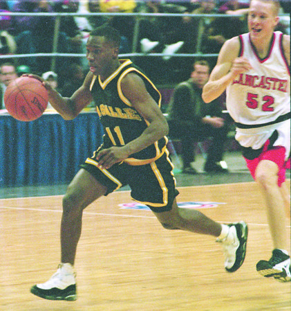 3/2/96--LaSalle 2--tak photo--Tim Winn drives toward the basket after he stole the ball from Nathan Shives, right.