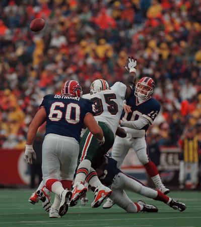 97/11/02 Bills VS Miami 3 - James Neiss Photo - #10 Alex Van Pelt lobs one during the 4th qtr.