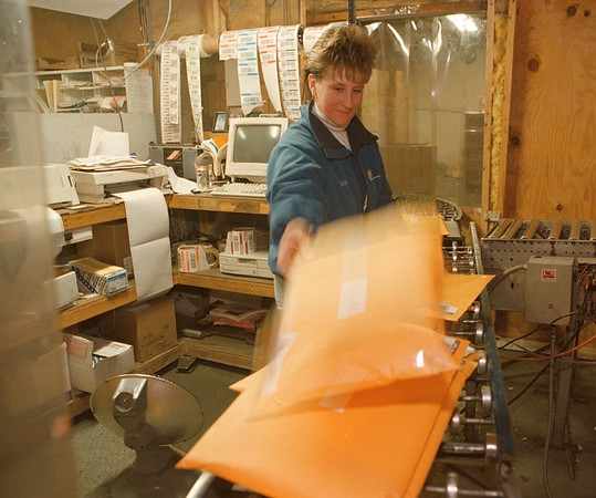 3/20/97--TRANSPORTATION/F.S.I.--DAN CAPPELLAZZO PHOTO--F.S.I. DATA ENTRY OPERATOR KRISTA DLUGOKINSKI PREPARES PACKAGES AT F.S.I.'S FACIILITY IN NORTH TONAWANDA.<br /> <br /> NEWS/SPECIAL SECTION