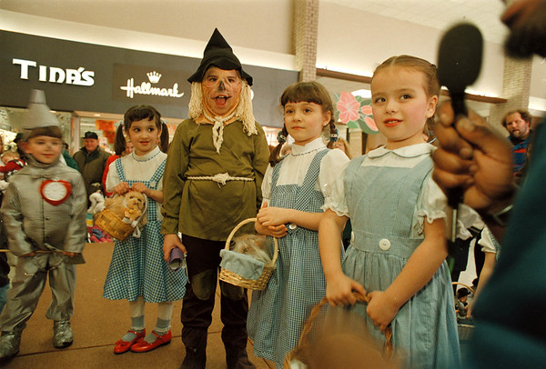 "3/15/97-- wizard of oz-- Takaaki Iwabu photo-- A 5-year-old Becky Capton, right, Niagara Falls, answers to the questions on the stage with other children who dressed up ""Dorothy"" or other charactors from ""Wizard of Oz"" during the dress-up contest at Summit Park Mall Saturday. ---result coming in by phone later tonight.<br /> <br /> local, Sunday, Color"