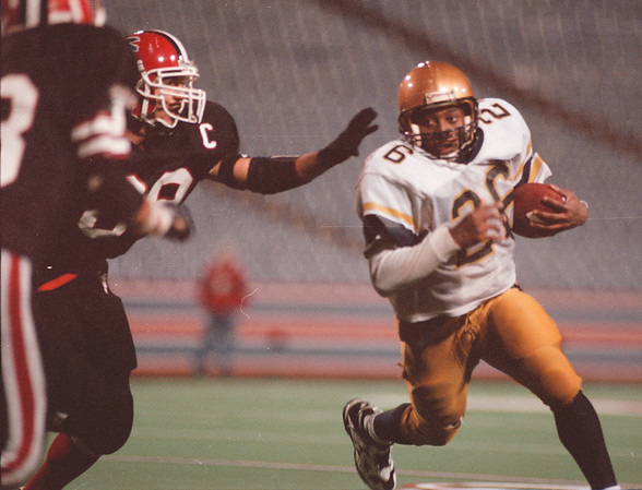 11/7/97-- Falcons 3--Takaaki iwabu photo-- NW Falcons Frank Pavicich, left, reaches to Sweet Home's ace running back Durrell Hatch.