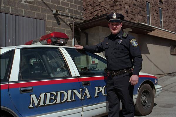98/04/10 M.A.D.D. Award *Dennis Stierer photo - Officer John Doyle was the recipient of the recent M.A.D.D. Award.