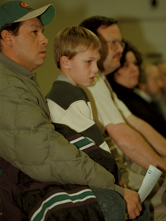 98/12/09 MODERN HEARING--DAN CAPPELLAZZO PHOTO--MARK PARKER AND HIS 7-YR-OLD SON KEVIN LISTEN TO A PROPOSAL FOR A MODERN LANDFILL SIGHT.