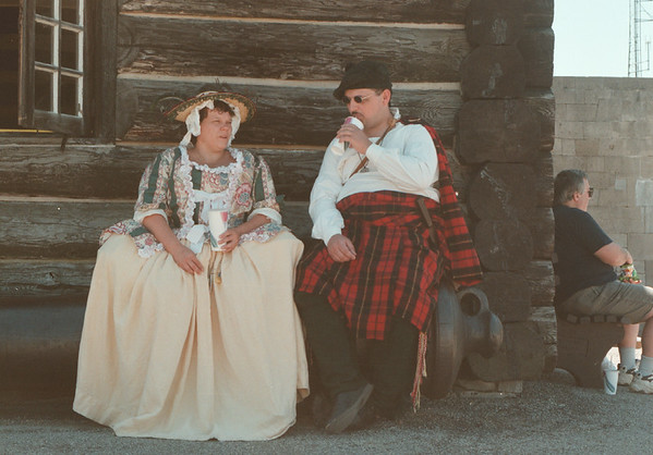 98/08/04 - Old Fort-- Takaaki Iwabu photo-- Re-enactors Judi Pajak and David Clare takes a break with their 18th Century costumes at Old Fort Niagara Saturday. The weekendÕs 18th Centry Fair drew a crowd. <br /> <br /> tmc photo, color