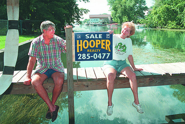 97/09/16 Cayuga Island - James Neiss Photo - Jack and Louise Livermore foresee no problem is selling their home on Cayuga island despite the Seneca Indian law suit.