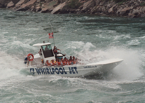 6/23/97--JET BOAT--DAN CAPPELLAZZO PHOT0--THE WHIRLPOOL JET BOAT MAKES IT'S WAY DOWN THE GORGE RAPIDS.<br /> <br /> 1A NEWS TUESDAY
