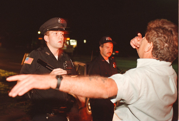 97/08/29 DWI 1--Takaaki Iwabu photo-- Lewiston Police officer Mike Filicetti conducts the proper procedure for a DWI check on Center Street in Lewiston Thursday night. <br /> <br /> local, Saturday, bw