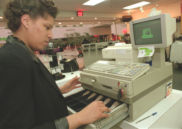 """98/01/15--SALES TAX--DAN CAPPELLAZZO PHOTO--""""DEB"""" STORE MANAGER PAULETTE HANDY CHECKS THE REGISTER AT THE RAINBOW OUTLET STORE AAS SHE PREPARES FOR TAX FREE SAHOPPING TO COME.<br /> <br /> 1A"""