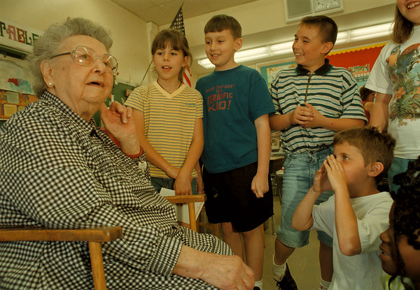 98/05/26-- C. Stables--Takaaki Iwabu photo-- Catherine Stables, a 100-year-old woman from Niagara Falls, talked about her life to the students of G.J. Mann School Tuesday. <br /> <br /> feature, bw, Wednesday    with promo