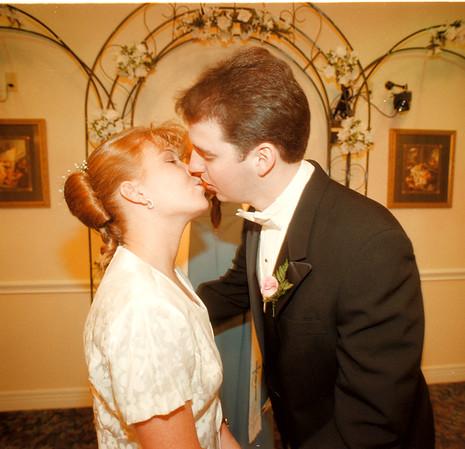 98/02/13 Wedding Chapel - James Neiss Photo - Rob Johnson of Columbus, Indiana gets to kiss his new bride Christa Johnson during cerimonies at the Niagara Wedding Chapel.