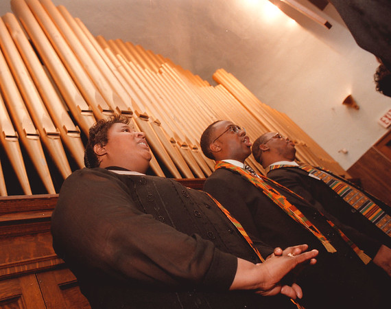 98/01/18--MLK DAY--DAN CAPPELLAZZO PHOTO--(LTOR) LORA ALLEN, RON HAMILTON AND REV. CALDWELL, OF THE NF GOSPEL CORAL UNION,  SING AT THE MLK CELEBRATION  AT TRINITY BAPTIST CHURCH, 1366 SOUTH.<br /> <br /> 1A