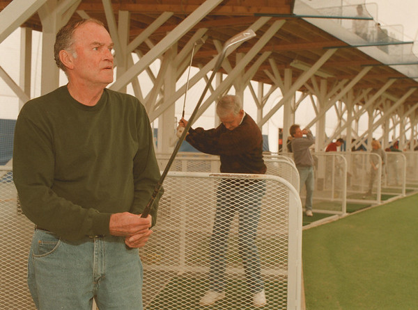"98/01/31-- golf dorm --Takaaki Iwabu photo-- Paul Sullivan, left, and Pat Osullivan, both from Lewiston, enjoys golfing at Niagara's Golf Wonderland Saturday. ""I like it. This (dorm) gives me a chance to get ready for spring (golf) season,"" said Sullivan.      <br /> Sunday, color, 1A"