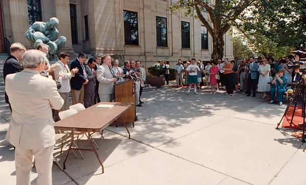 7/17/97--CITY HALL CONFRENCE/B&W--DAN CAPPELLAZZO PHOTO--MAYOR GALIE AND THE COUNCIL AS WELL AS MEMBERS FROM THE REDEVELOPMENT CORP. SPEAK TO THE PRESS AND PUBLIC ABOUT THE PLAN FOR DOWNTOWN.<br /> <br /> 1A