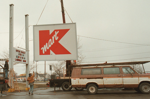 """98/03/02--OUT WITH THE OLD--DAN CAPPELLAZZO PHOTO--WORKERS FROM WILCOX BROS. SIGNS, TONAWANDA, TAKE DOWN THE OLD KMART SIGH AT THE MILITARY RD STORE. A NEW SIGH WILL GO UP IN A FEW WEEKS WITH THE NEW STORE NAME """"BIG KMART.""""<br /> <br /> GRAPE"""