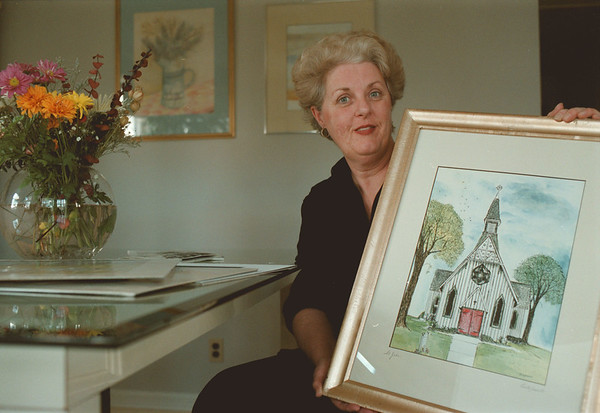 97/12/01-- Piotrzkowski-- Takaaki Iwabu photo-- Mary Ellen Piotrzkowski holds one of her many drawings that feature the local scenery. (A freelance artist from Niagara Falls worked on the Christmas card for Hospice.....) <br /> <br /> feature, bw, Wednesday, with promo