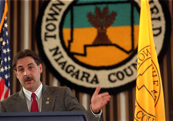 1/29/96-- J. Demler-- Takaaki Iwabu photo-- Niagara-Wheatfield town supervisor J. Demler talks about multi-phased sewer project during the press conference Wednesday. <br /> <br /> local, Thursday