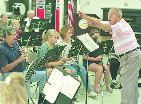 6/14/97-- W. orchestra --Takaaki Iwabu photo-- Edison Stieg conducts Wheatfield Community Band during the reharsal at Town Hall Thursday. Band is preparing for weekly summer concert. <br /> <br /> tmc photo