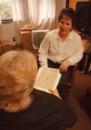 7/24/97--LOCKPORT MENTAL HEALTH--DAN CAPPELLAZZO PHOTO--BARBARA BURNS, DIR. OF EDUCATION, LOCKPORT MENTAL HEALTH TALKS TO PAULA OF THE GRANDPARENTING SUPPORT GROUP.<br /> <br /> FEATURES 7/31