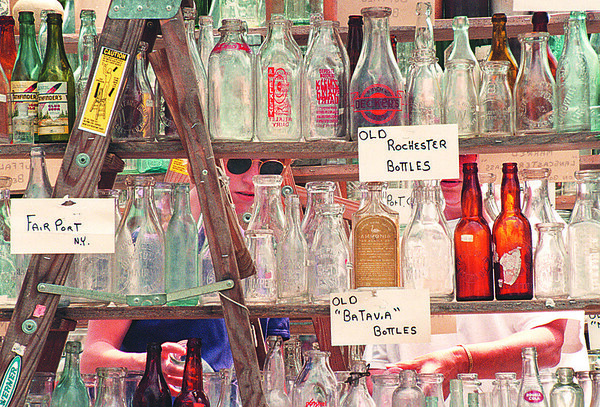 6/21/97--LEWISTON/CRAFT FESTIVAL--DAN CAPPELLAZZO PHOTO--(LTOR) SALLY PEDLEY AND HER MOTHER MARILYN LOOK THROUGH A COLLECTION A ANTIQUE BOTTLES AT THE LEWISTON CRAFT FESTIVAL.<br /> <br /> LOCAL