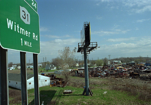 5/1/97--190 GARBAGE--DAN CAPPELLAZZO PHOTO--A VIEW OF A JUNK YARD AS SEEN FROM THE 190 NEARTHE RT31 EXIT.<br /> <br /> OPINION