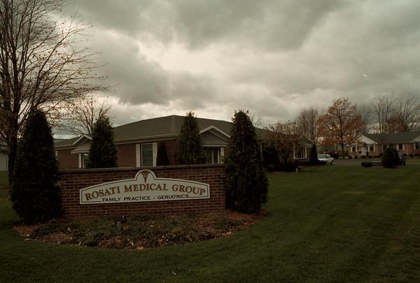 98/11/06 Rosati Medical *Dennis Stierer Photo -<br /> Rosati Medical Group at 77 Elizabeth Dr. is now closing it's dorrs.