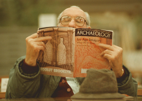 98/02/03--A GOOD READ--DAN CAPPELLAZZO PHOTO--TOM BIGGINS, OF NF, DIGS INTO THE LATEST COPY OF ARCHAEOLOGY MAGAZINE AT THE NF LIBRARY.<br /> <br /> GR